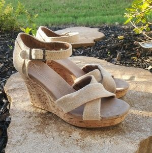 TOMS Size W7 7 Beige Desert Tan Canvas Cork Wedge